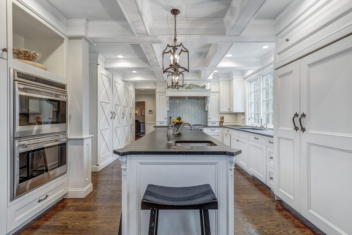 10 – 161 Oak Ridge Avenue – Gourmet Eat-in Kitchen