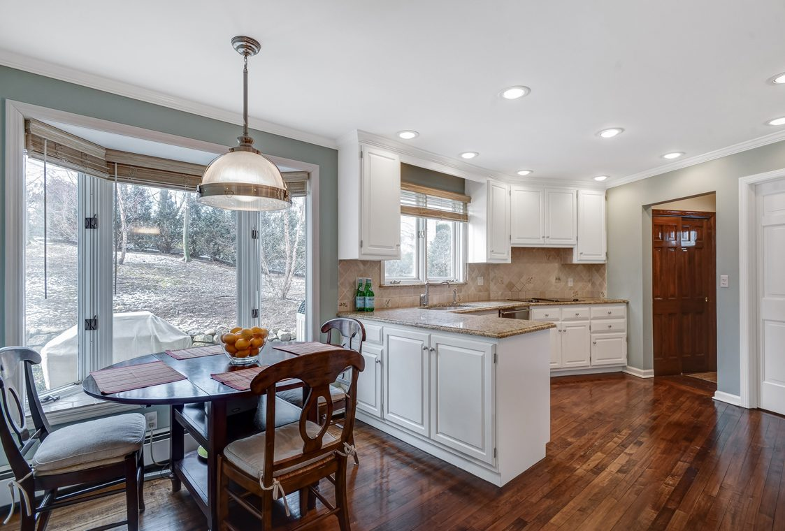 11 – 20 Hemlock Road – Gourmet Eat-in Kitchen