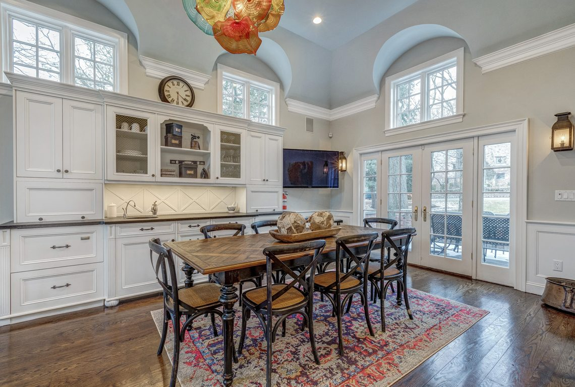 12 – 161 Oak Ridge Avenue – Gourmet Eat-in Kitchen