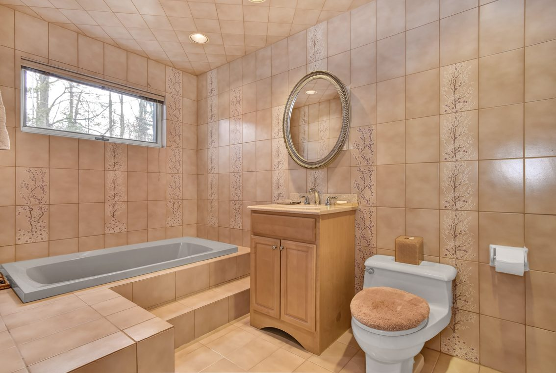 14 – 1 Lenape Road – One of 2 Master Baths!