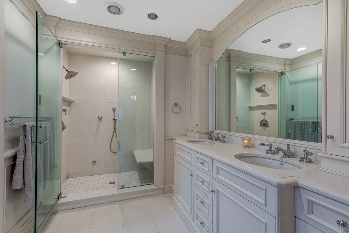 15 – 161 Oak Ridge Avenue – Master Bath