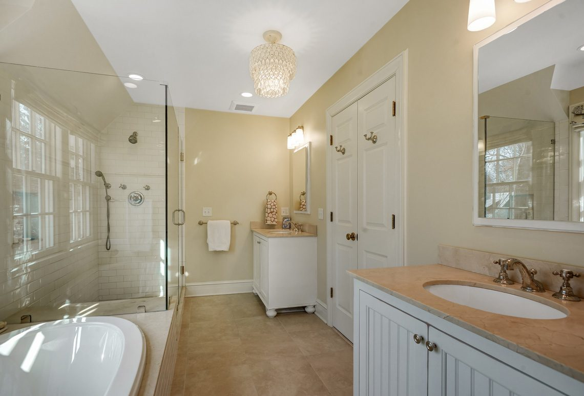 15 – 20 Hemlock Road – Master Bath