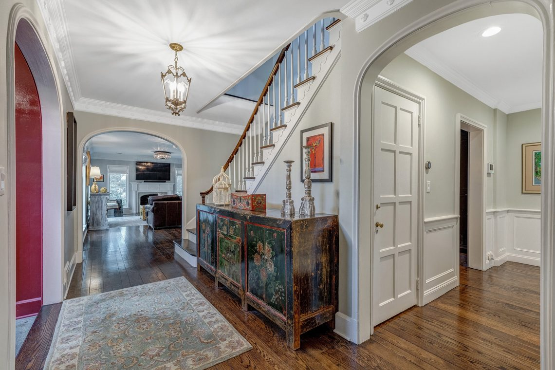 2 – 161 Oak Ridge Avenue – Foyer