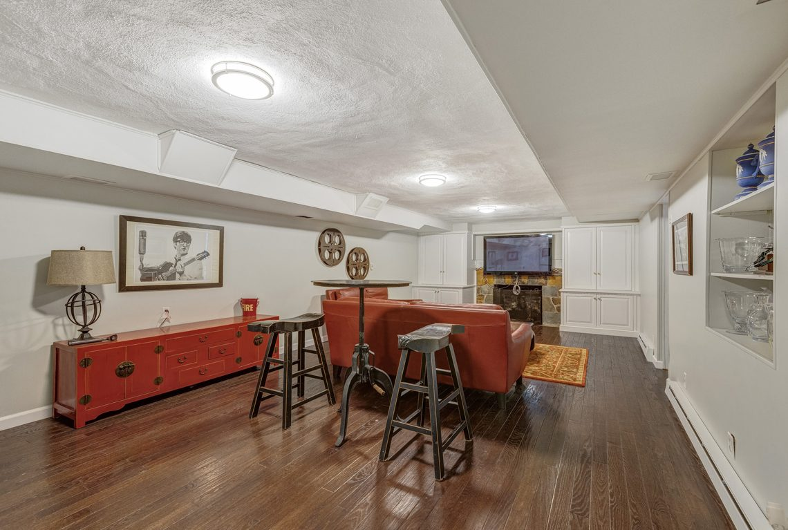 20 – 161 Oak Ridge Avenue – Beautifully Finished Recreation Room