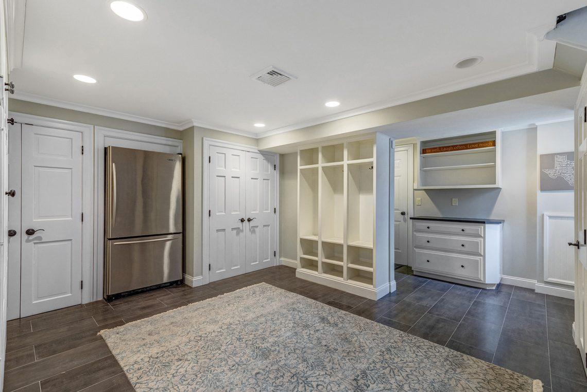 23 – 161 Oak Ridge Avenue – Incredible Mudroom