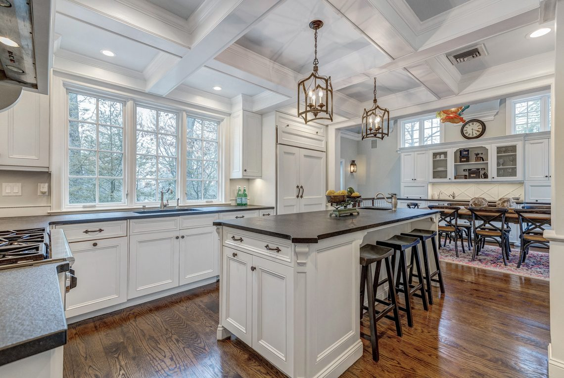 9 – 161 Oak Ridge Avenue – Gourmet Eat-in Kitchen