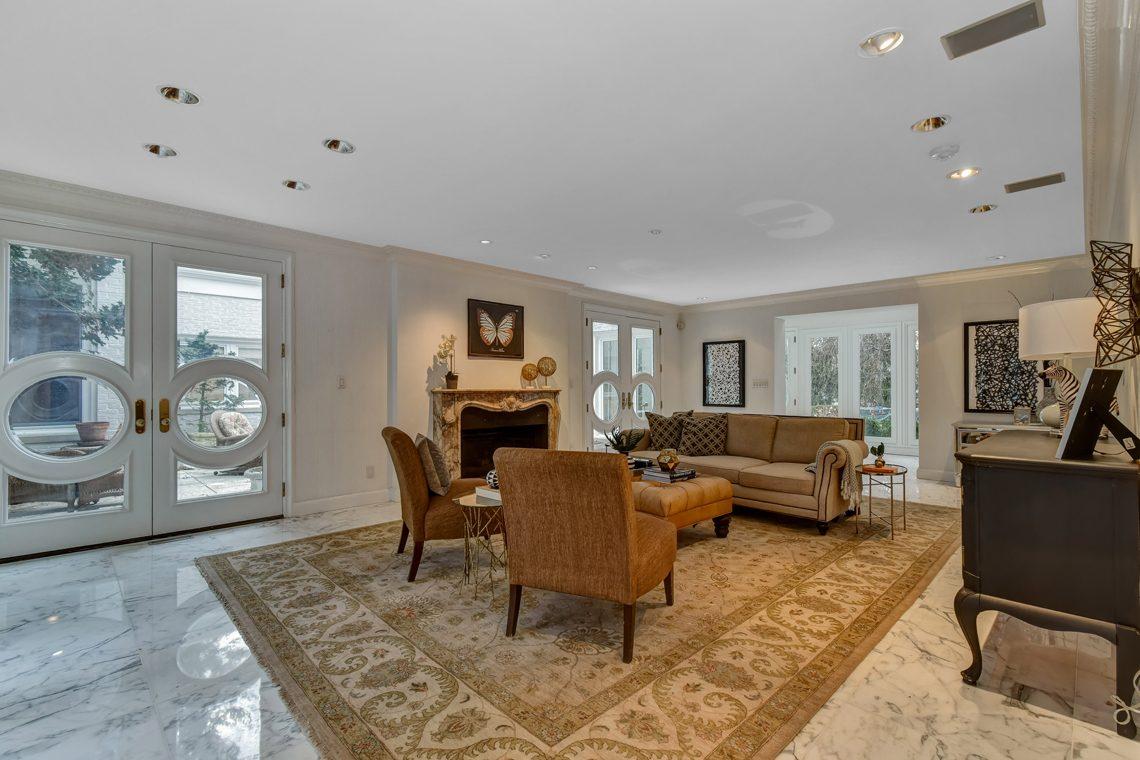 5 – 150 Hartshorn Drive – Living Room