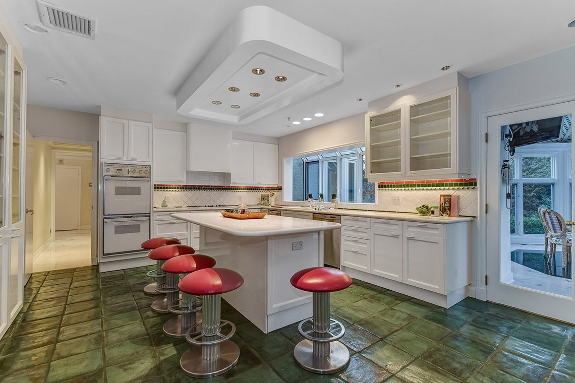 9 – 150 Hartshorn Drive – Gourmet Eat-in Kitchen
