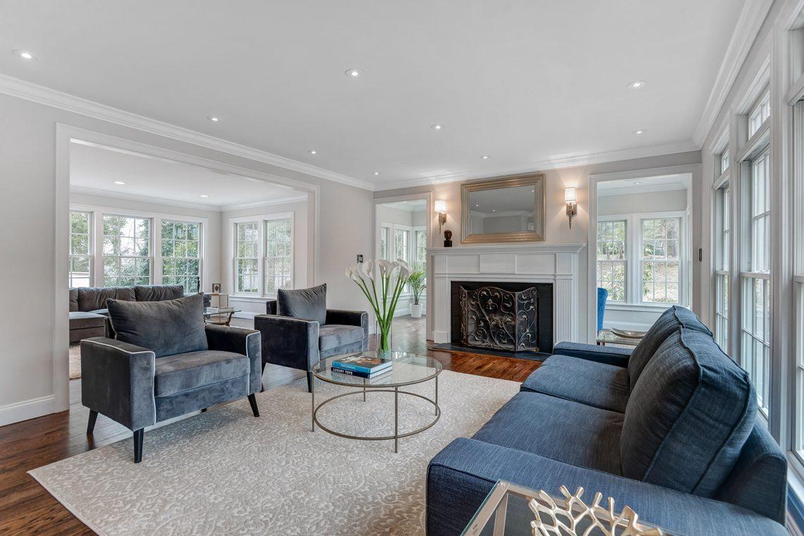 10 – 38 Barnsdale Road – Living Room