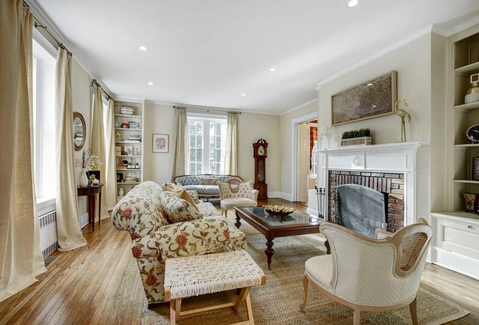 3 – 18 Chestnut Place – Living Room