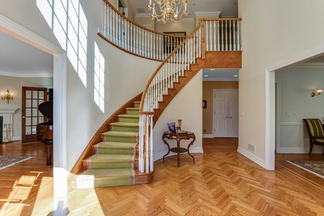 3 – 26 Woodcrest Avenue – Grand Entrance Hall