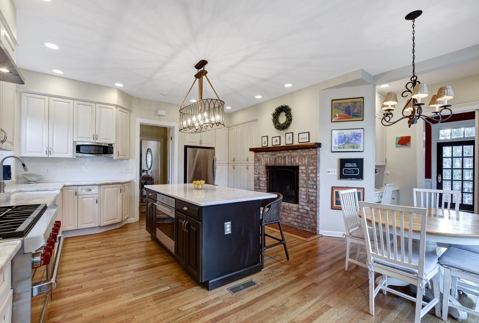 7 – 18 Chestnut Place – Gourmet Eat-in Kitchen