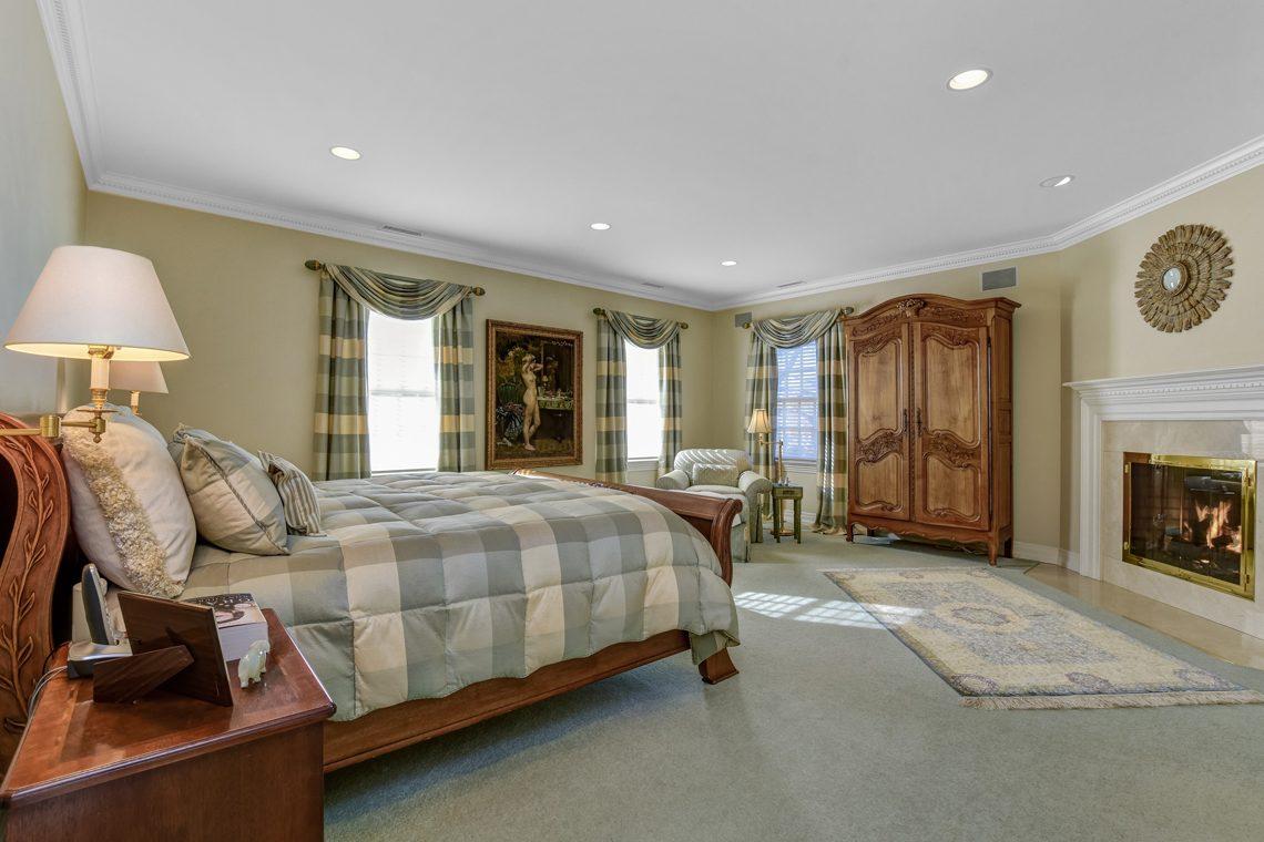 9 – 26 Woodcrest Avenue – Master Bedroom