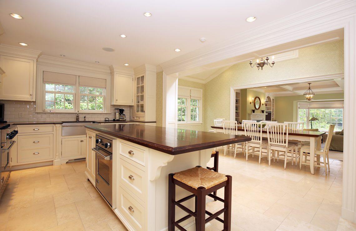 10 – 92 Lake Road – Gourmet Eat-in Kitchen