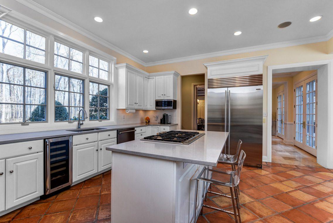 11 – 26 Sand Spring Lane – Gourmet Eat-in Kitchen