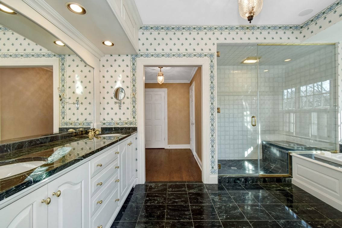 13 – 2 Holly Hill Lane – Spa-like Master Bath