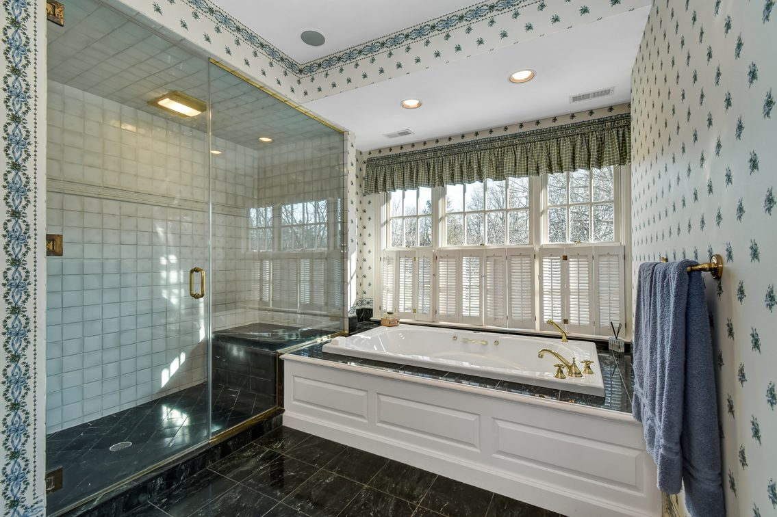 14 – 2 Holly Hill Lane – Spa-like Master Bath