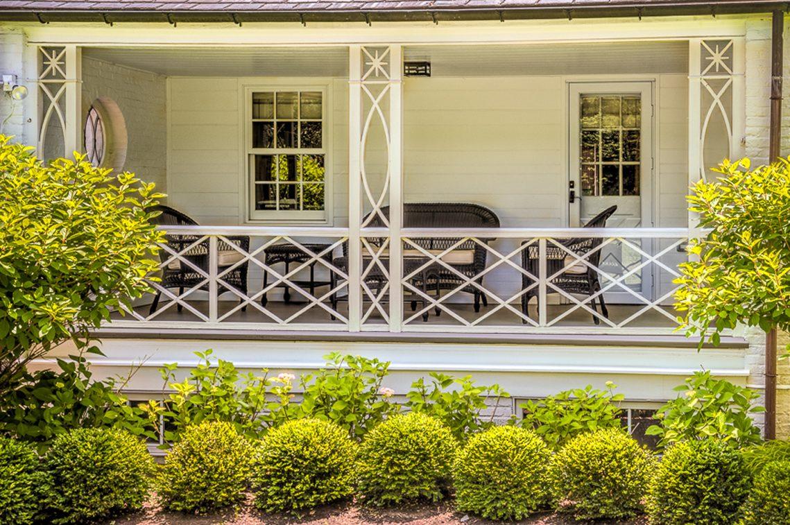 18 – 92 Lake Road – Porch