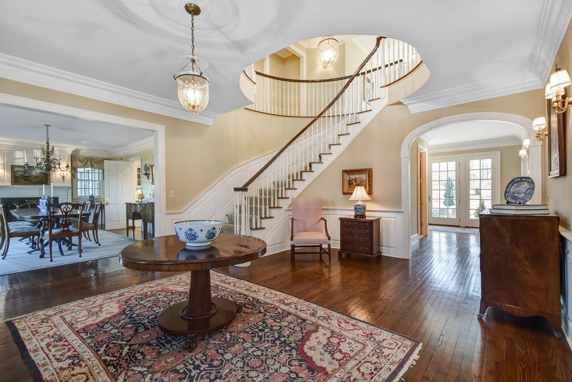 2 – 2 Holly Hill Lane – Grand Entrance Hall