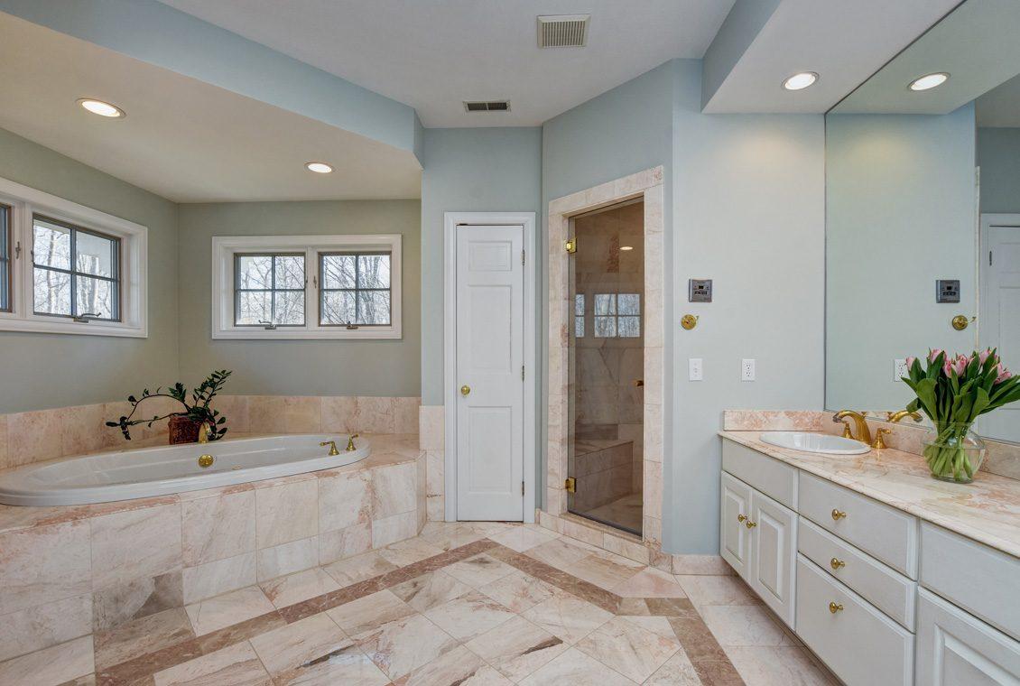 21 – 26 Sand Spring Lane – Master Bath