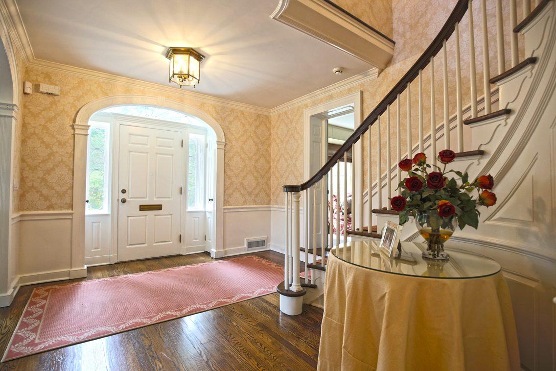5 – 92 Lake Road – Grand Entrance Hall