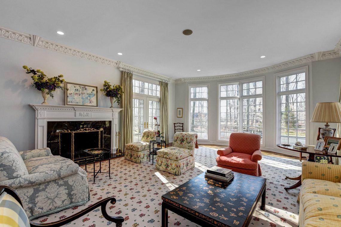 6 – 26 Sand Spring Lane – Living Room