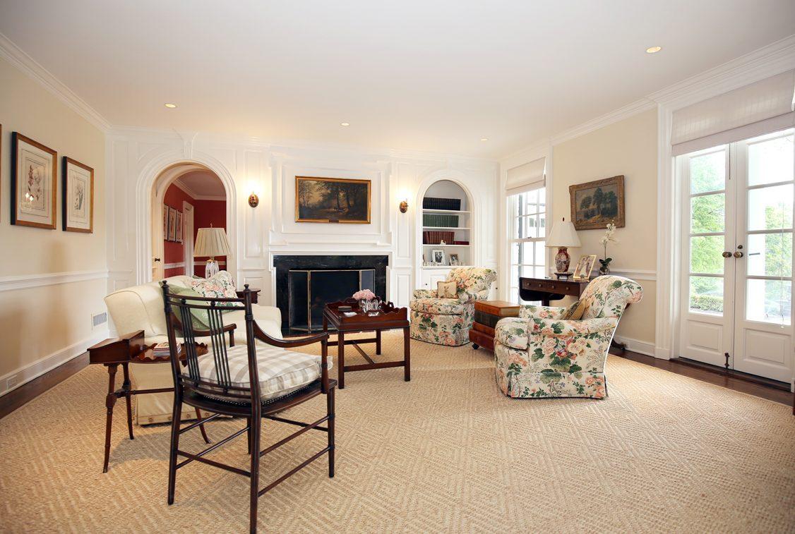 6 – 92 Lake Road – Living Room