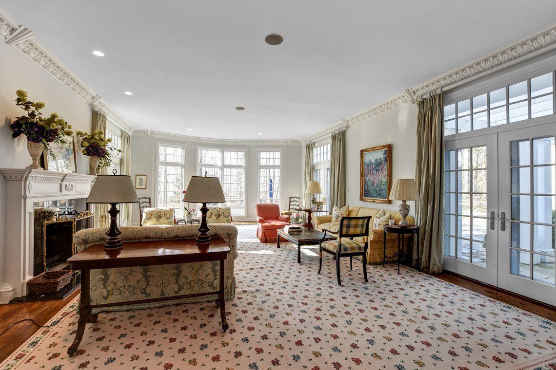 7 – 26 Sand Spring Lane – Living Room