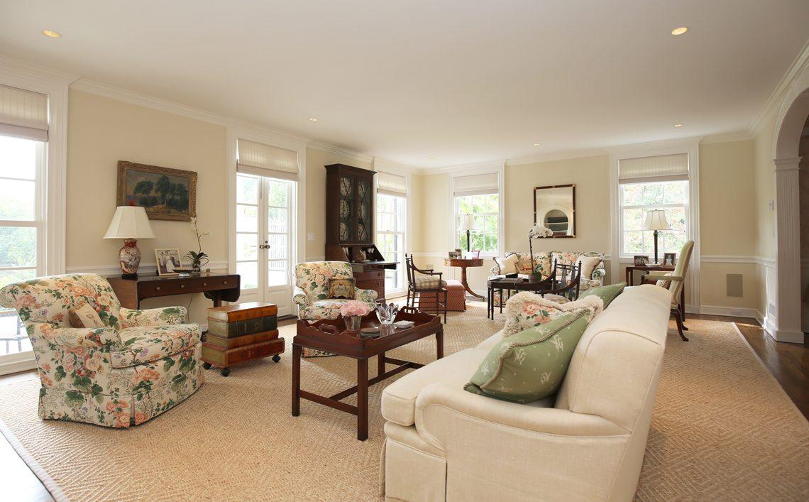 8 – 92 Lake Road – Living Room