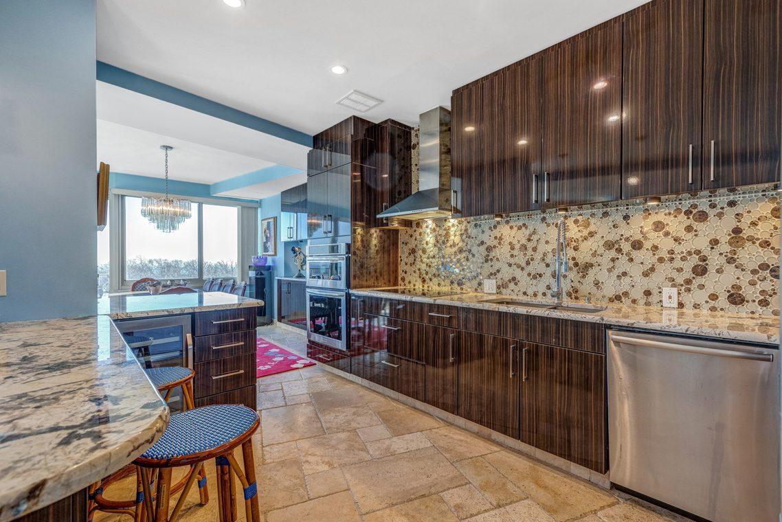 10 – 1 Claridge Drive – Kitchen