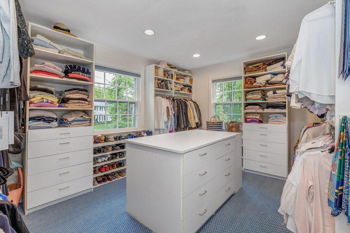 15 – 11 Lake Road – Master Dressing Room