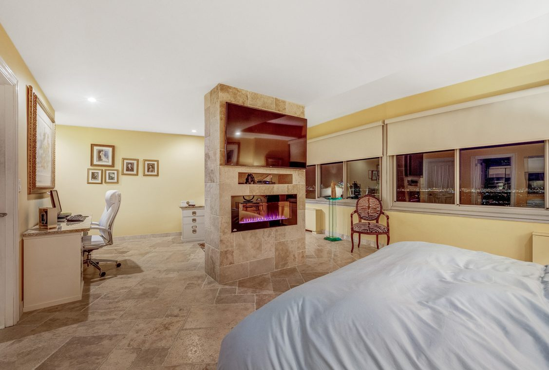 17 – 1 Claridge Drive – Master Bedroom