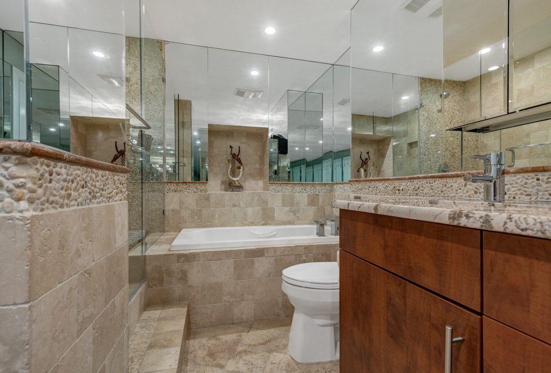 19 – 1 Claridge Drive – Master Bath