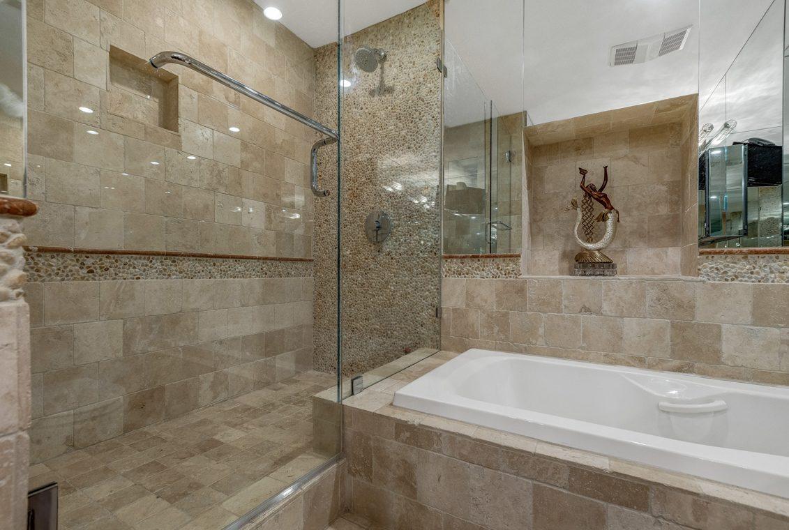 20 – 1 Claridge Drive – Master Bath