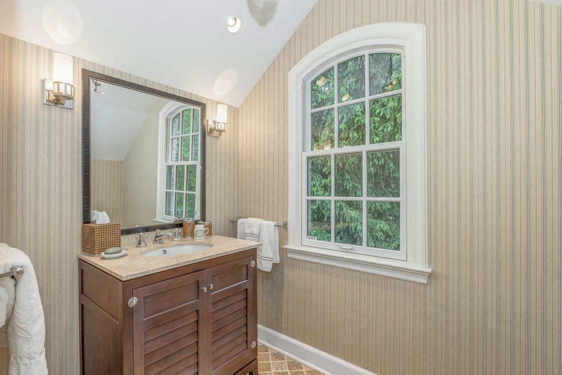 22 – 11 Lake Road – Bedroom 3 En Suite Bath