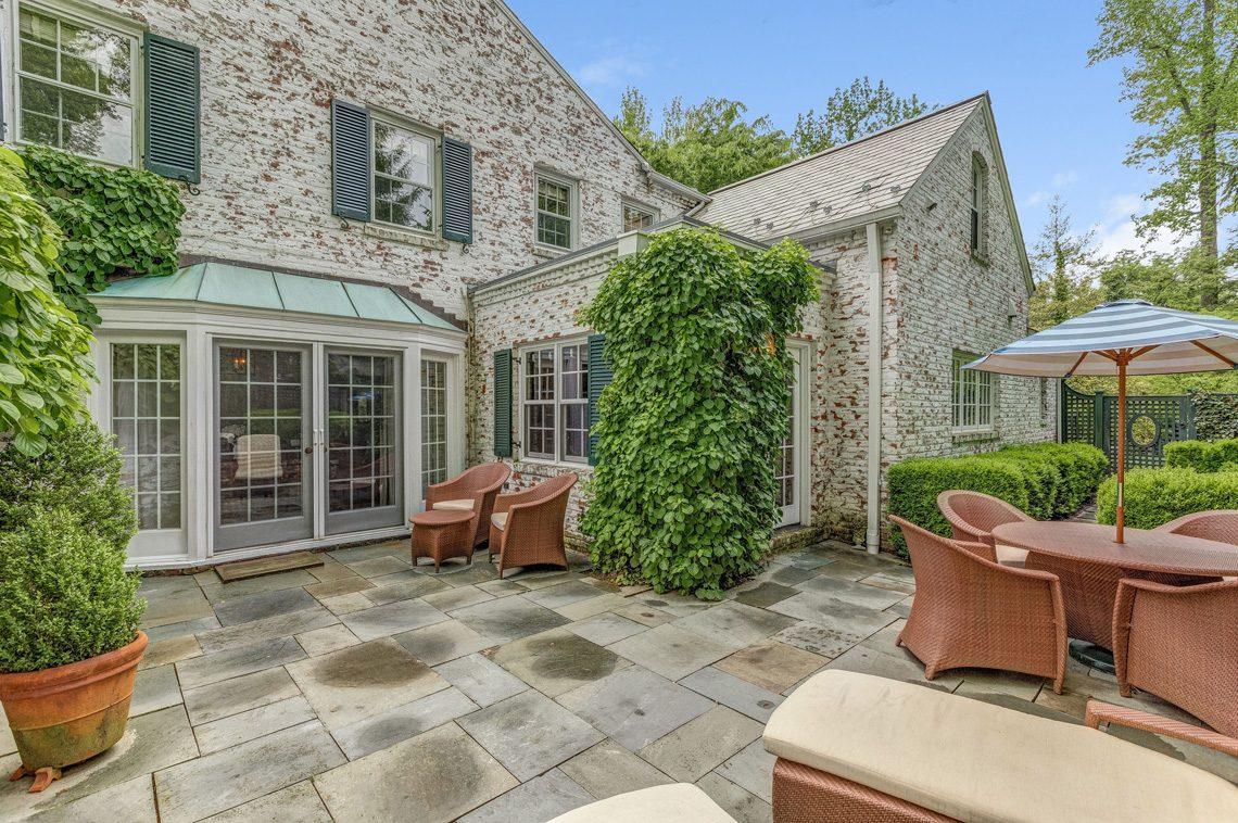 23 – 11 Lake Road – Stunning Property