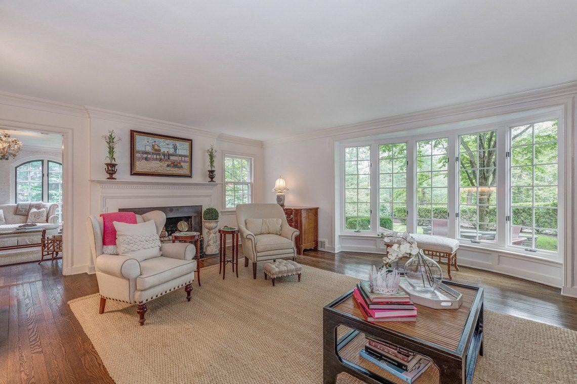 4 – 11 Lake Road – Living Room
