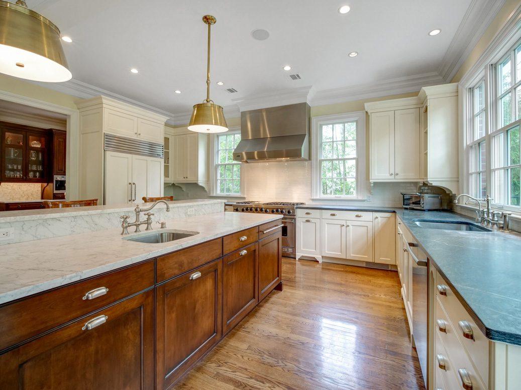 10 – 28 Montview Avenue – Kitchen