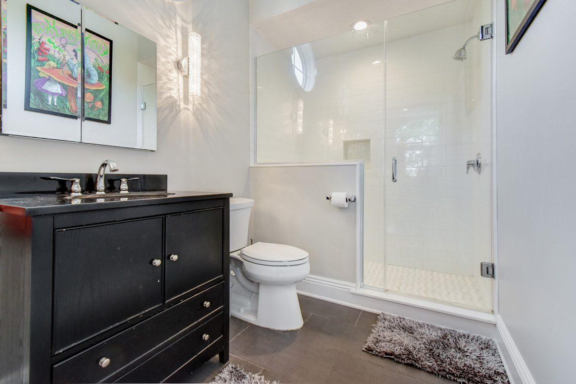 18 – 137 Silver Spring Road – Bedroom 5 En Suite Bath