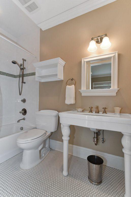 19 – 28 Montview Avenue – Full Bath