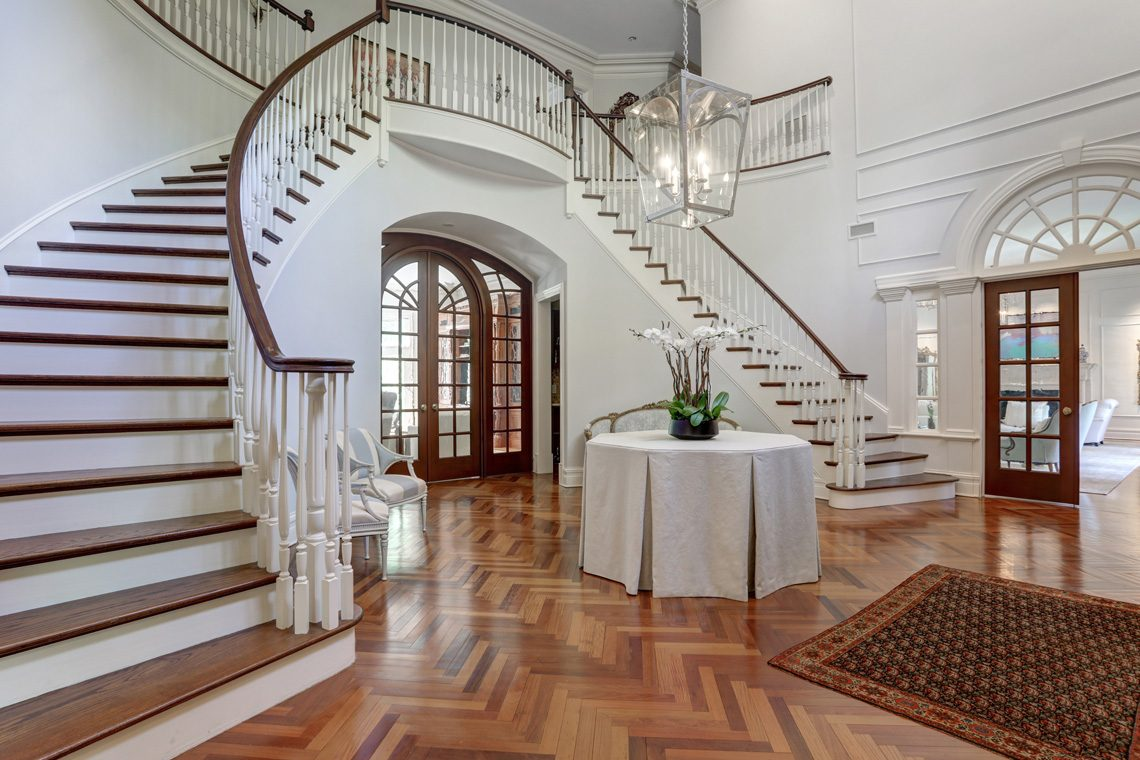7 – 63 Devon Road – Grand Entrance Hall