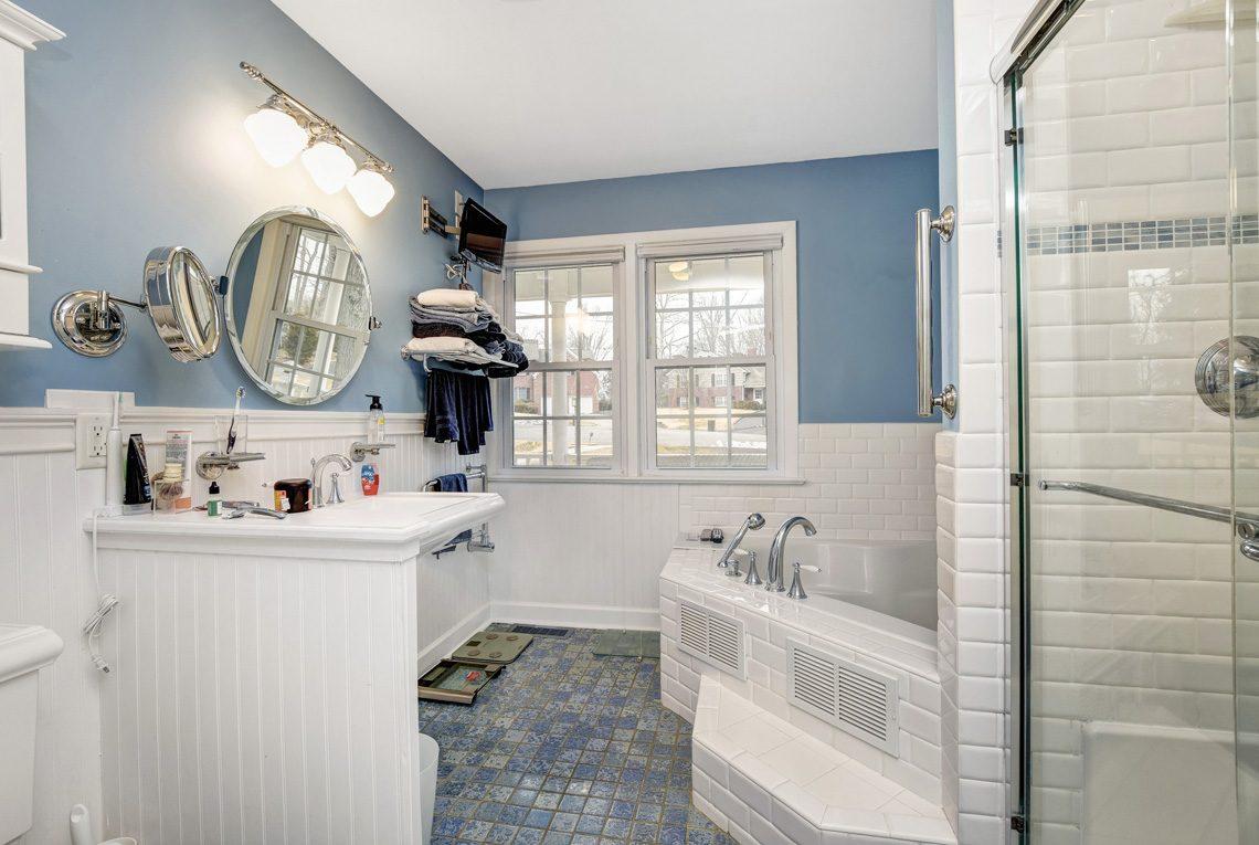 13 – 10 Eliot Place – In-law Suite Bath