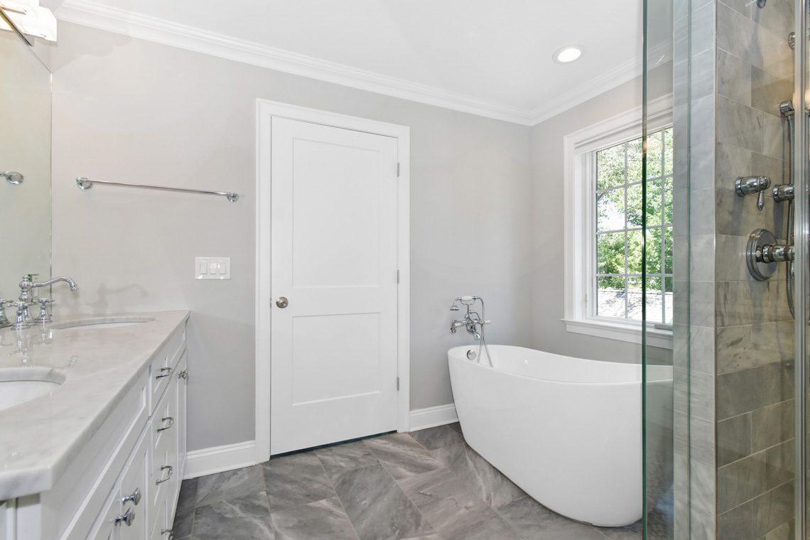 15 – 32 Great Hills Road – Spa-like Master Bath