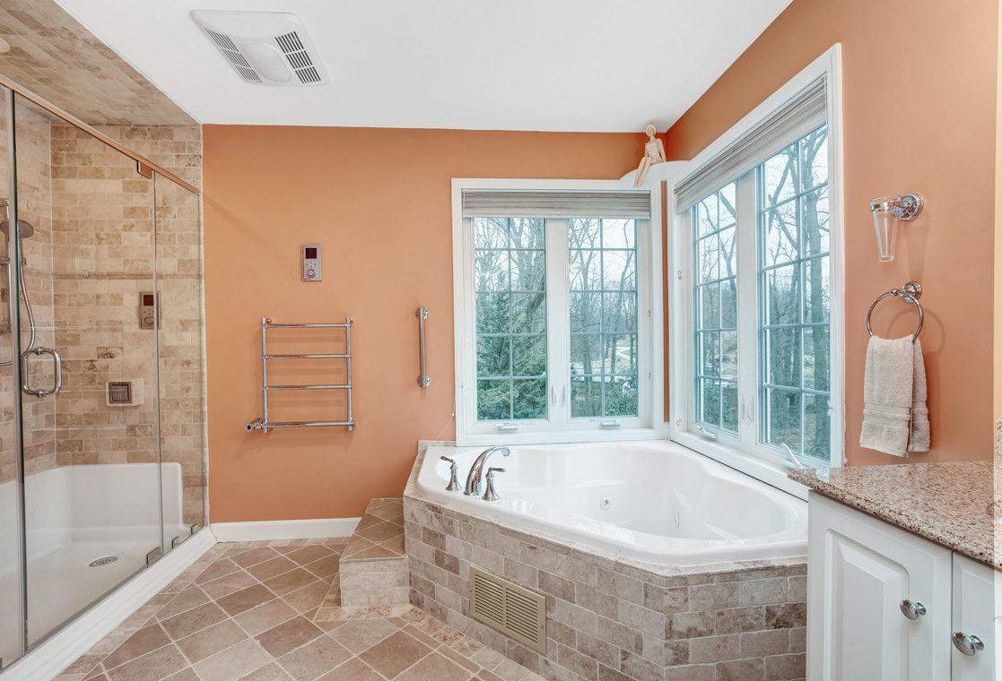 16 – 10 Eliot Place – Master Bath