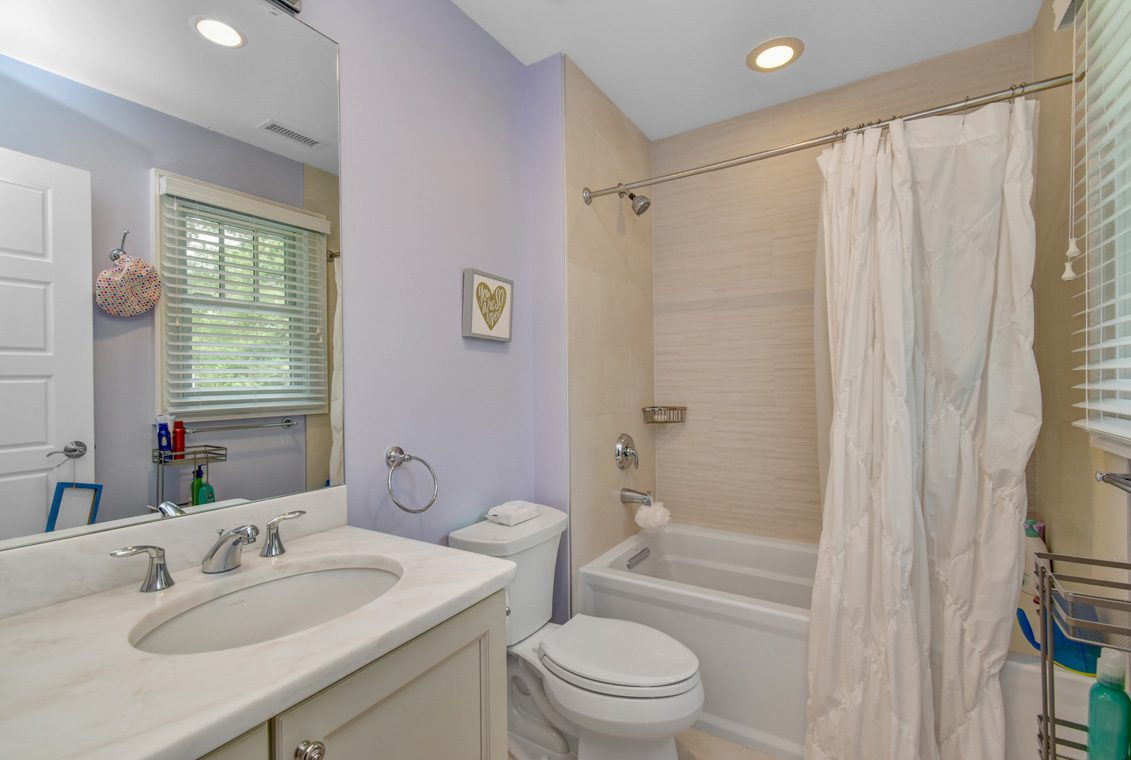 16 – 36 Troy Drive – Bedroom 2 En Suite Bath