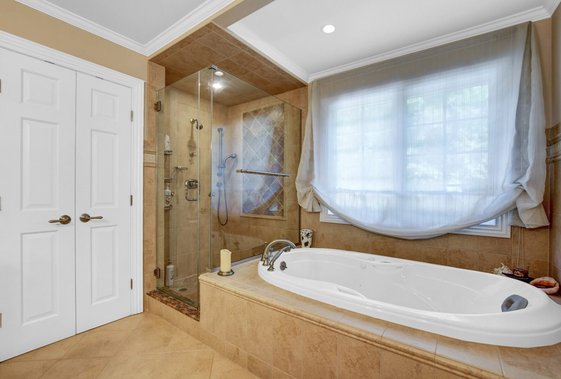 17 – 48 Holly Drive – Spa-like Master Bath