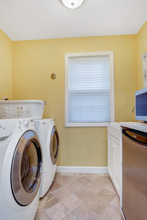 18 – 10 Eliot Place – Laundry Room
