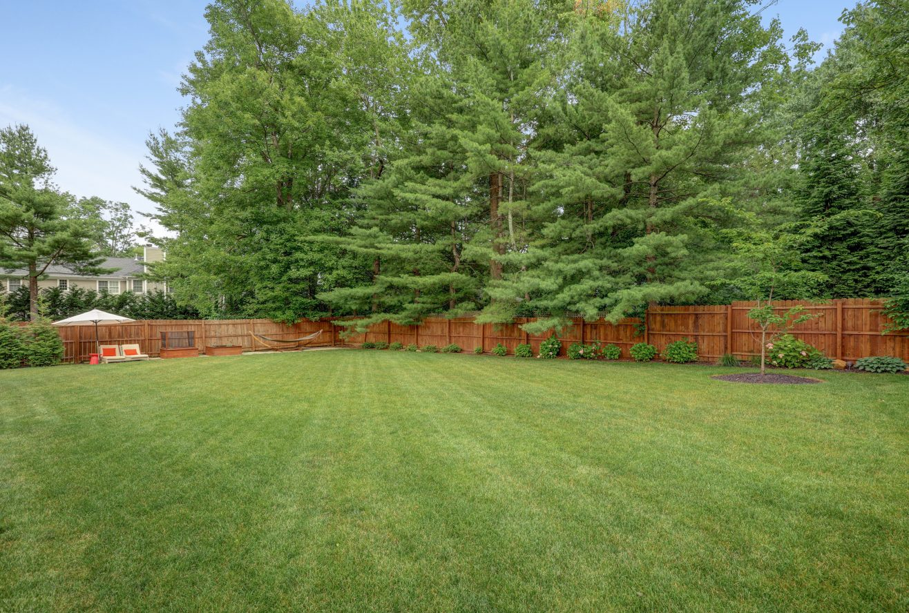 25 – 220 White Oak Ridge Road – Gorgeous Backyard