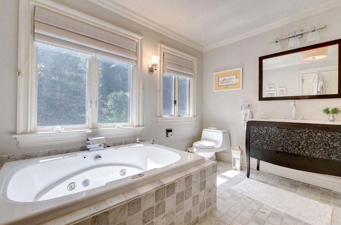 13 – 42 Sunset Drive – Guest Suite Full Bath