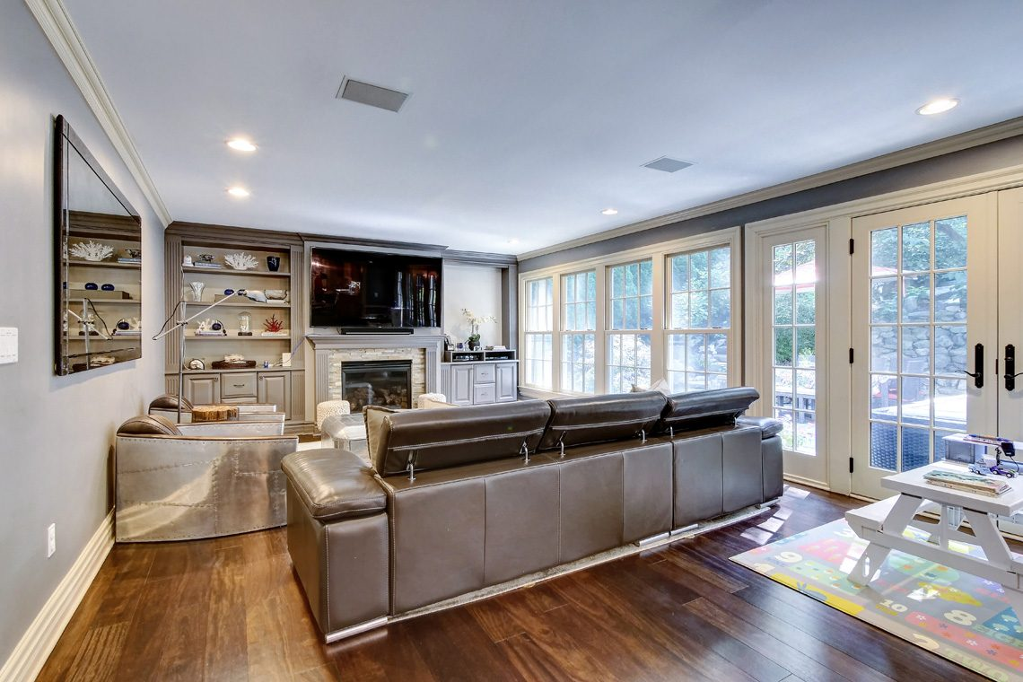 4 – 42 Sunset Drive – Family Room